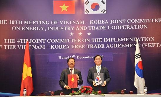 Được sự đồng ý của Thủ tướng Chính phủ, từ ngày 10 đến ngày 11 tháng 12 năm 2020, Bộ trưởng Bộ Công Thương Việt Nam Trần Tuấn Anh và Bộ trưởng Bộ Thương mại, Công nghiệp và Năng lượng Hàn Quốc Sung Yunmo đã đồng chủ trì Kỳ họp lần thứ 10 Uỷ ban hỗn hợp Việt Nam – Hàn Quốc về hợp tác Năng lượng, Công nghiệp và Thương mại (UBHH) và Kỳ họp lần thứ 4 Uỷ ban hỗn hợp thực thi Hiệp định Thương mại tự do Việt Nam – Hàn Quốc (UBTT VKFTA) tại Hà Nội.